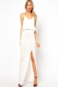 white condole belt of the dress