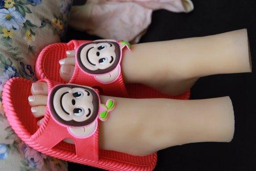 The little girl Lolita feet real female model simulation model of feet foot fetish